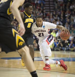 Gonzaga guard Eric McClellan dribbles the ball around Iowa guard Anthony Clemmons. (Colin Mulvany)