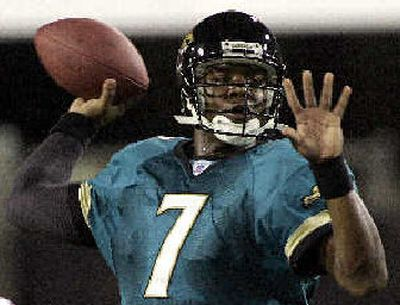 Byron Leftwich steers Jaguars offense.   (Associated Press / The Spokesman-Review)