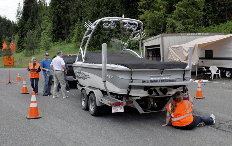 Idaho boat inspection crew looks for invasive species. (Rich Landers)