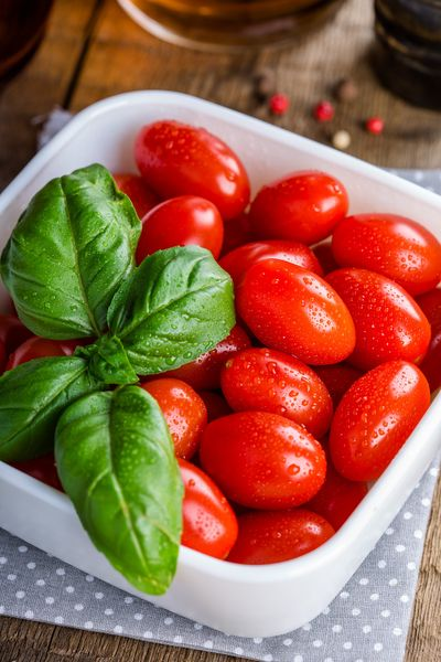 Use Roma or the less common San Marzano tomatoes for passata, an Italian recipe for fresh tomato puree.  (Pixabay)