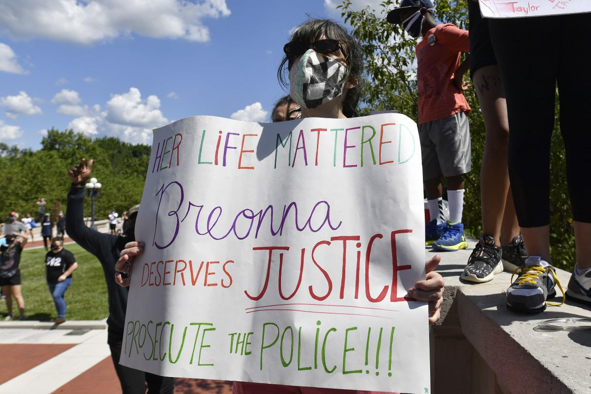 Experts Obstacles To Charging Police In Breonna Taylor Case The Spokesman Review
