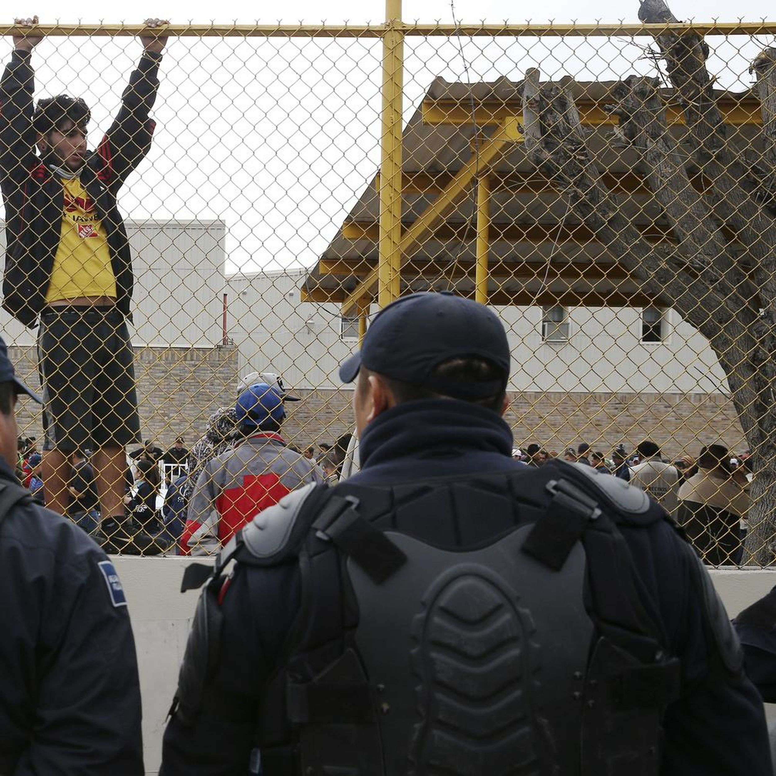 Migrant Caravan Detained In Old Factory Across From Texas The Spokesman Review