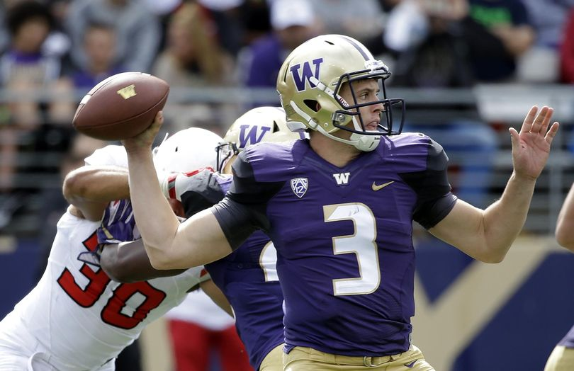 Washington quarterback Jake Browning didn't get to play against Stanford last season because of a shoulder injury. (Elaine Thompson / Associated Press)
