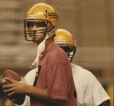 Former Idaho quarterback John Friesz has been named to the inaugural class of the Big Sky Conference Hall of Fame. (SR)