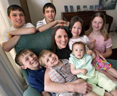 Vickie Rohrbach, center, has her hands full as the mother of seven children. Surrounding her, clockwise from the top left are: David, 14, Michael, 14, Jessica, 6, Jordan, 11, Joy, 1, Andrew, 3 and Matthew, 9.  (Knight Ridder / The Spokesman-Review)