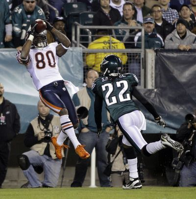 Earl Bennett catches a touchdown pass over Asante Samuel for the go-ahead score in the Bears' come-from-behind 30-24 victory. (Associated Press)
