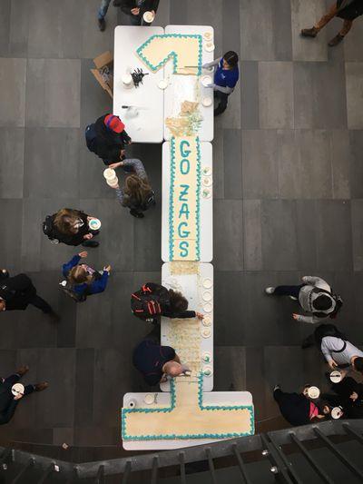 Students chow down on a No. 1 cake at the John J. Hemmingson Center on Monday. (Timmy Regan / Photo by Timmy Regan)