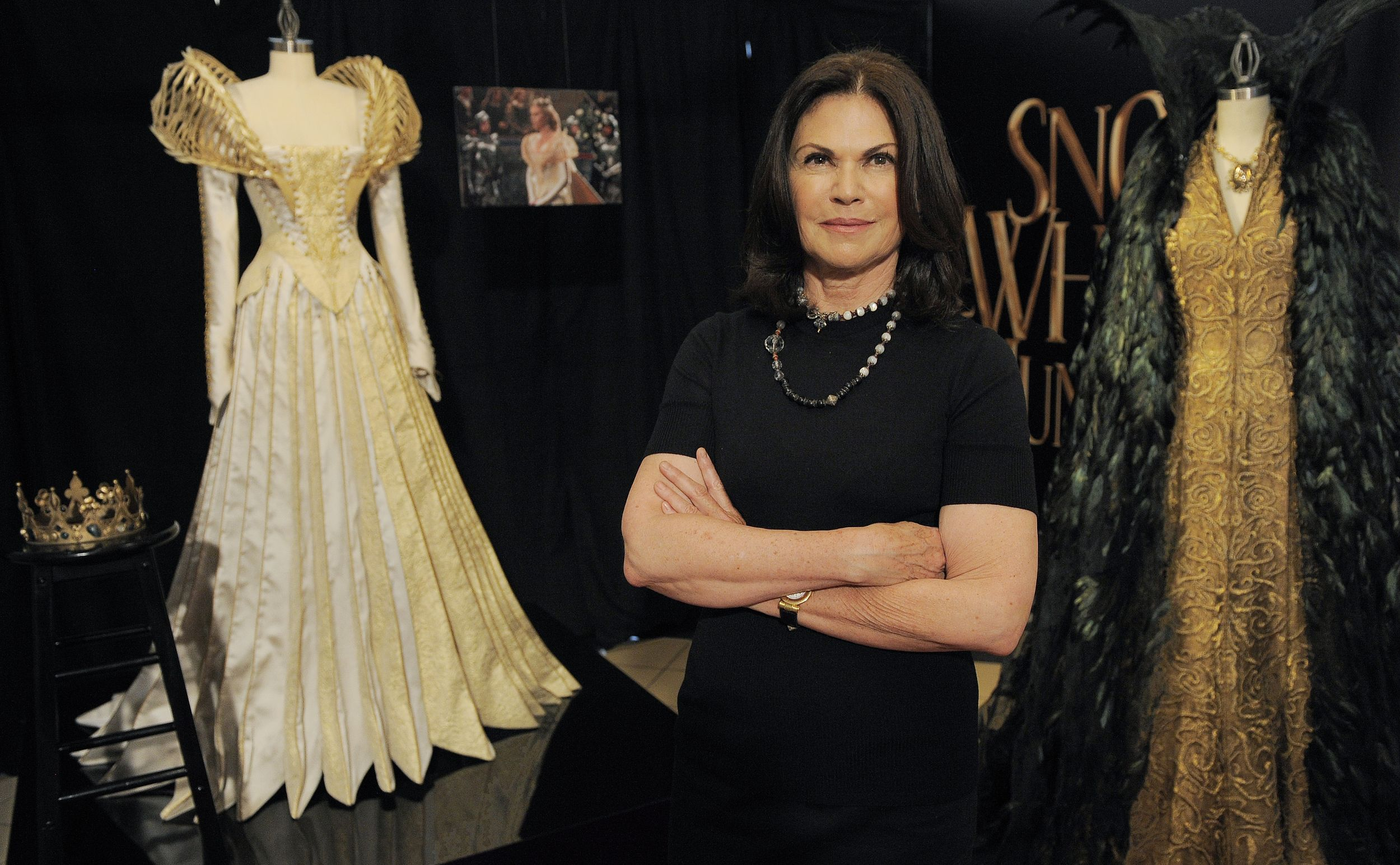 Snow White Costume Designer Helps Theron S Evil Queen Sparkle The Spokesman Review