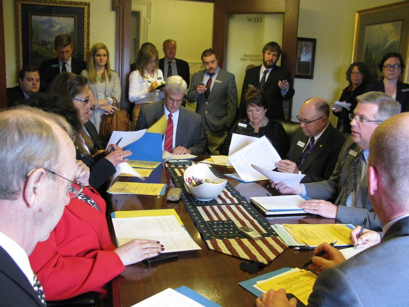 Senate State Affairs Committee holds brief meeting in small, crowded conference room just off the Senate chambers (Betsy Russell)