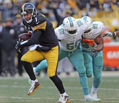 Pittsburgh quarterback Ben Roethlisberger aggravated a foot injury against the Miami Dolphins but Steelers coach Mike Tomlin said the QB should be fine to practice and play this week. (Charles Trainor Jr / Associated Press)