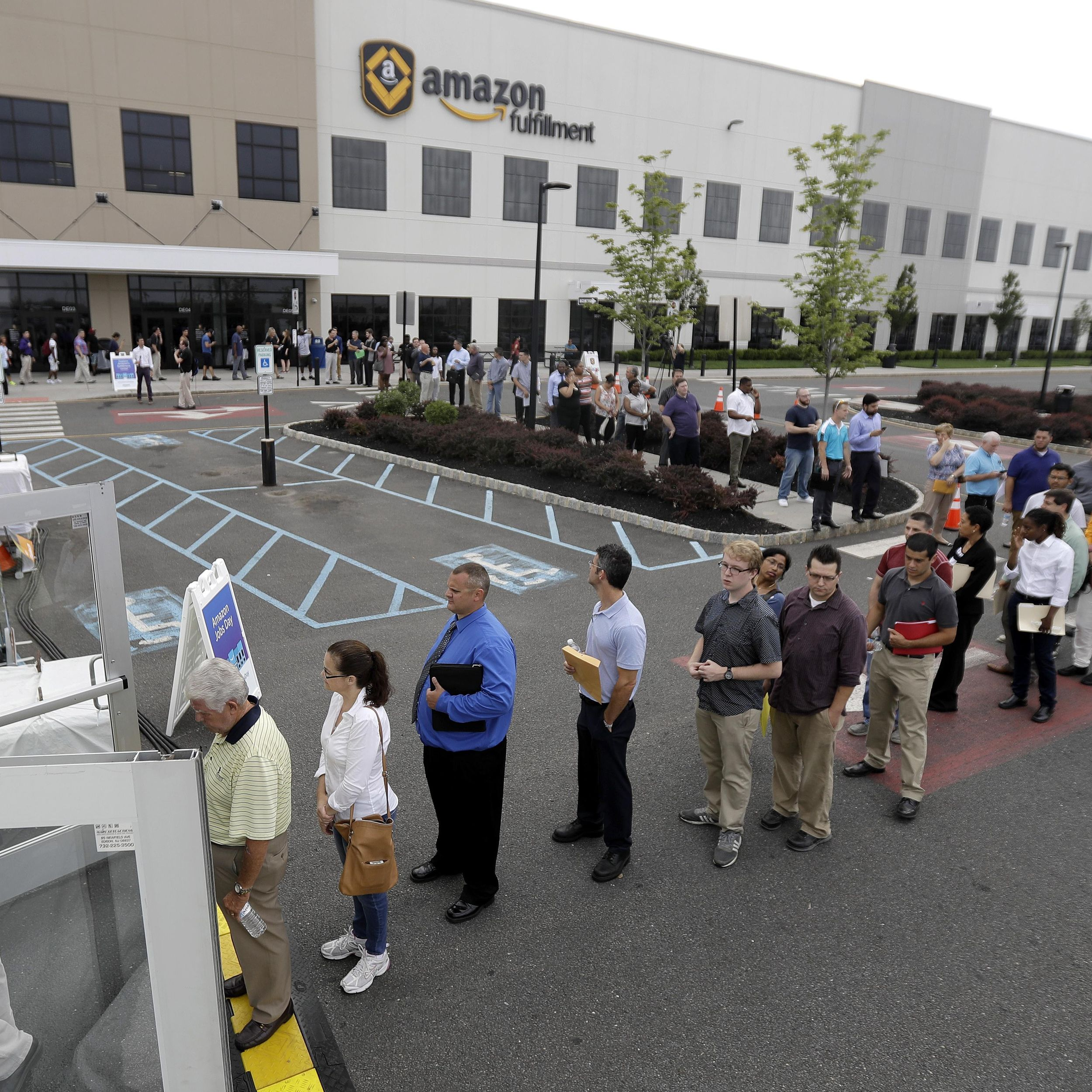 Amazon, in sign of growth, holds job fair for US warehouses  The