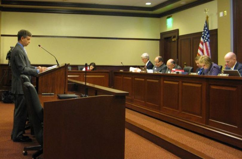 Gary Allen, attorney for a group of independent Idaho voters, testifies against the new primary election bill in the Senate State Affairs Committee on Wednesday morning. (Betsy Russell)