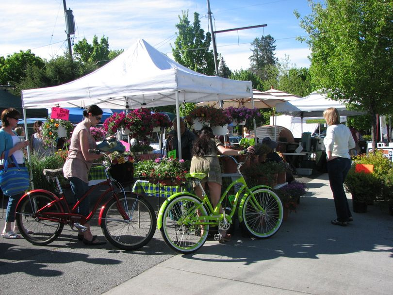 Opening day at the South Perry Farmers Market on May 19, 2011 (Pia Hallenberg)