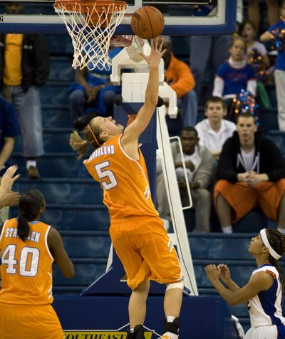 Angie Bjorklund puts in the winning basket with 2.3 seconds left for fourth-ranked Tennessee against host Florida.  (Associated Press / Fr117487 Ap)