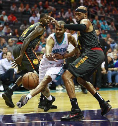 Charlotte Hornets guard Tony Parker, center, tries to get past Atlanta Hawks guard Vince Carter on Tuesday night in Charlotte, N.C. (Jason E. Miczek / Associated Press)
