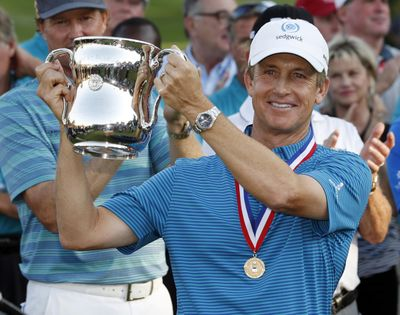David Toms holds up the trophy after winning the U.S. Senior Open golf tournament at The Broadmoor, Sunday, July 1, 2018, in Colorado Springs, Colo. (David Zalubowski / Associated Press)
