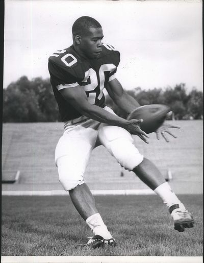 "Former Washington State halfback Bill Gaskins hauls in a pass during a practice with the Cougars. Gaskins, a member of the mid-1960s ""Cardiac Kids,"" died on Thursday.  (Associated Press)"
