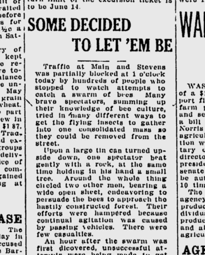 A crowd of onlookers was just as disruptive to downtown traffic as a swarm of bees on May 31, 1921.  (S-R archives)