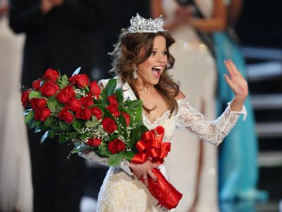 Katie Stam waves to the audience after she was crowned Miss America 2009.  (Associated Press / The Spokesman-Review)