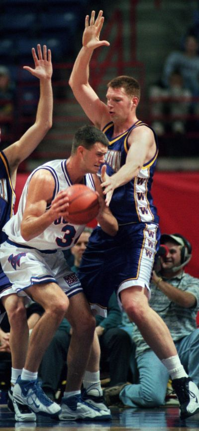 Washington 7-footer Todd MacCulluch, right, powered for 28 points and Gonzaga's Jeremy Eaton scored 25 points at the Spokane Arena on Dec. 8, 1998. (FILE / SR)