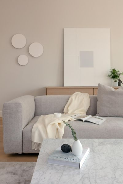 Kashi Shikunova chose a warm white paint color for this room in Bina Gardens in London. To create visual interest, she suggests layering shades of neutrals that complement and contrast. (Simon Eldon / Simon Eldon)
