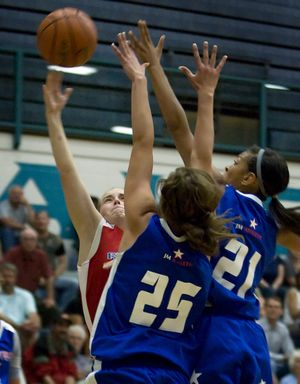 CdA's Amy Warbrick shoots against Shadle Park's Bianca Pope (25) and Gonzaga Prep's Tia Presley. Special to  (Bruce Twitchell Special to / The Spokesman-Review)