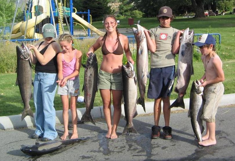 A family group does some heavy lifting after a successful day of Columbia River salmon fishing with Adventure Guide Service. (Adventure Guide Service)