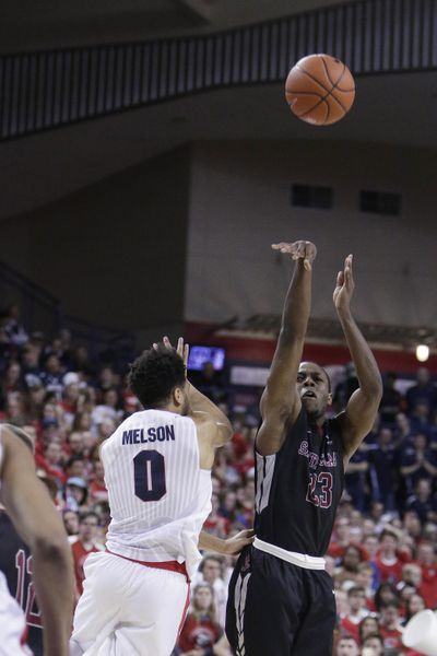 Santa Clara's Jared Brownridge shoots against Gonzaga's Silas Melson during the second half on Feb. 4. (Young Kwak / Associated Press)