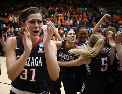 Gonzaga's Elle Tinkle joins her teammates in celebrating a 76-64 win over Oregon State in a college basketball game in the second round of the NCAA women's tournament in Corvallis, Ore., Sunday, March 22, 2015. (Timothy Gonzalez / Fr11177 Ap)