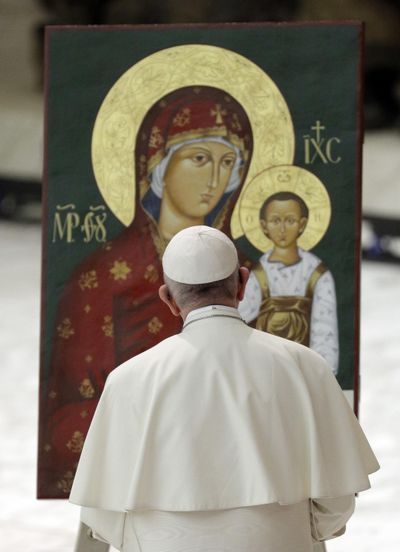 Pope Francis prays in front of an icon of the Virgin and baby Jesus during an audience with pilgrims from Slovakia in the Paul VI Hall at the Vatican, Saturday, Oct. 6, 2018. (Gregorio Borgia / Associated Press)