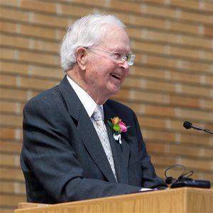 Phil Batt speaks in Boise in 2013 (AP/Idaho Statesman / Joe Jaszewski)