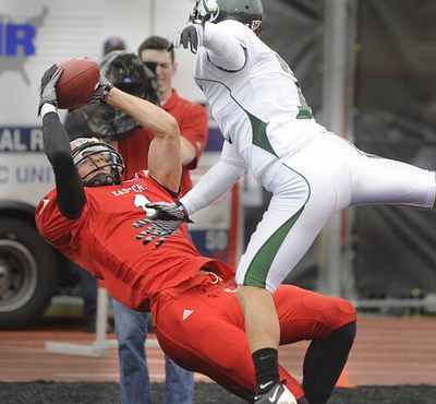 Receiver Brandon Kaufman lays out backward to catch a 17-yard touchdown pass during the first quarter against Sacramento State at Roos Field on Oct. 23, 2010.  (CHRISTOPHER ANDERSON)