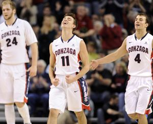Gonzaga's David Stockton, center, had a career-high 21 points to lead the injury-plagued Bulldogs in scoring. (Jesse Tinsley)