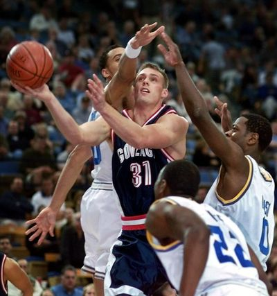 Gonzaga's Casey Calvary, center, sneaks through UCLA's Dan Gadzuric, left, Rico Hines, right front, and Jerome Moiso, right rear, during the first half Saturday, Dec. 11, 1999, in Los Angeles.  (MARK J. TERRILL/Associated Press)