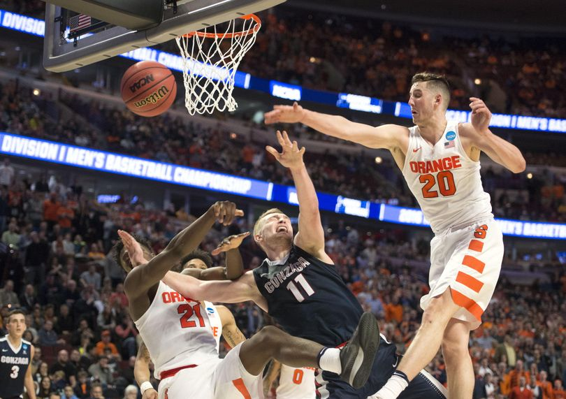 Gonzaga's Domantas Sabonis is surrounded by Syracuse defenders Tyler Roberson (21) and Tyler Lydon (20) in the second half on Friday, March 25, 2016, at the United Center in Chicago. (Dan Pelle / The Spokesman-Review)