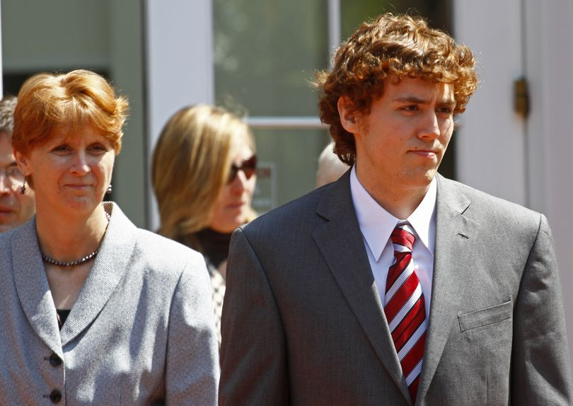 David Kernell, right, leaves the Federal Courthouse with his mother, Lt. Col. Lillian Landrigan, left, for a lunch break Thursday, April 22, 2010 in Knoxville, Tenn. (Wade Payne / Fr23601 Ap)