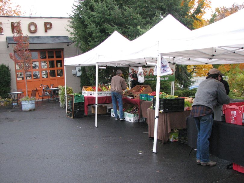 Last day at the Farmers Market on South Perry Street, Oct. 28, 2010 (Pia Hallenberg)