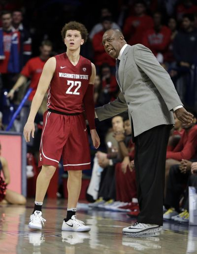 Washington State coach Ernie Kent talks to Malachi Flynn during the second half of the team's NCAA college basketball game against Arizona, Thursday, Jan. 26, 2017, in Tucson, Ariz. (Rick Scuteri / AP)