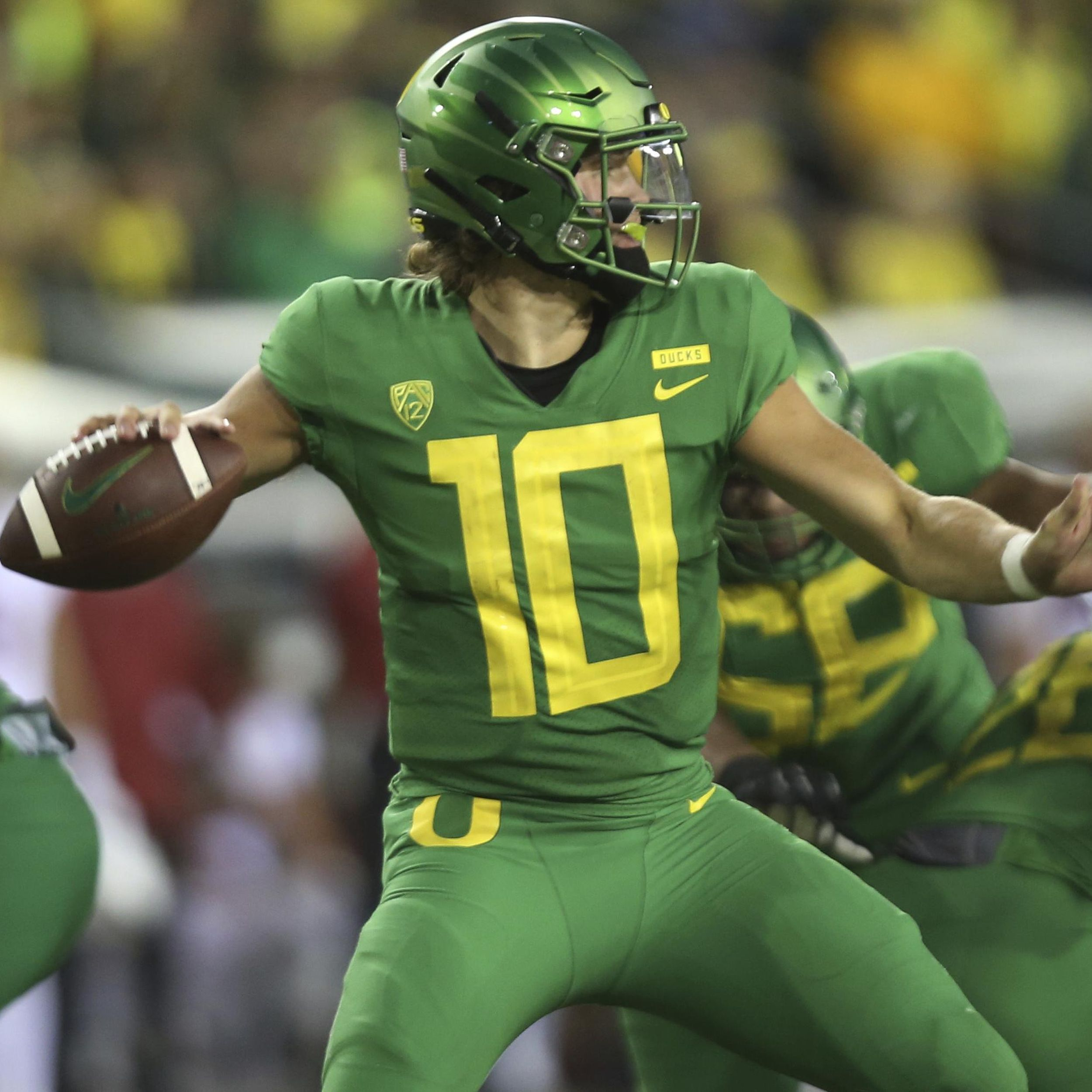 How The Huskies Interest In An Unknown Justin Herbert Nudged The Qb To Rival Oregon The Spokesman Review
