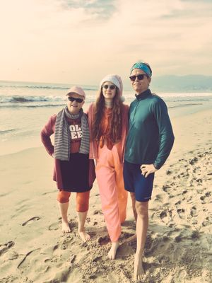 Wishing you and yours a very Merry Christmas from sunny SoCal. We celebrated in Santa Monica last year.