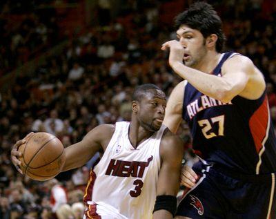 Miami guard Dwyane Wade drives past Atlanta  center Zaza Pachulia.  (Associated Press / The Spokesman-Review)