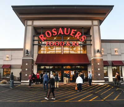 Customers enter the Rosauers on 29th Ave.  (DAN PELLE/The Spokesman-Review)