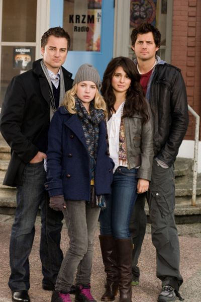 "Kerr Smith, Britt Robertson, Sheri Appleby and Kristoffer Polaha in The CW's ""Life Unexpected."" The CW (Michael Courtney The CW)"