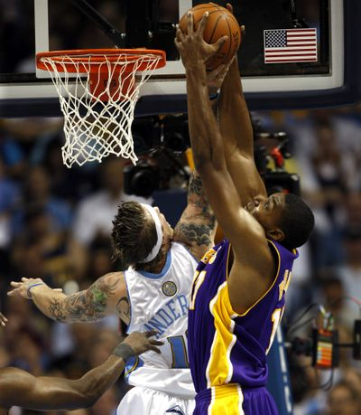 Denver's Chris Andersen, left, battles with Los Angeles'  Andrew Bynum  (Associated Press / The Spokesman-Review)