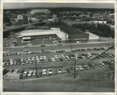 Washington, Cities, Spokane, Scenic, Aerial 1971-1979. Aerial View of Motel and Parking Lot in Spokane, Washington (Spokesman-Review archives)