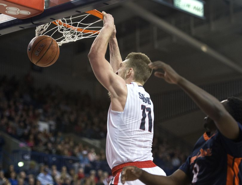 Gonzaga's Domantas Sabonis took a no-look-pass from teammate Josh Perkins for a slam dunk in the first half, Monday, Dec. 21, 2015, in Spokane, Wash. (Dan Pelle / The Spokesman-Review)