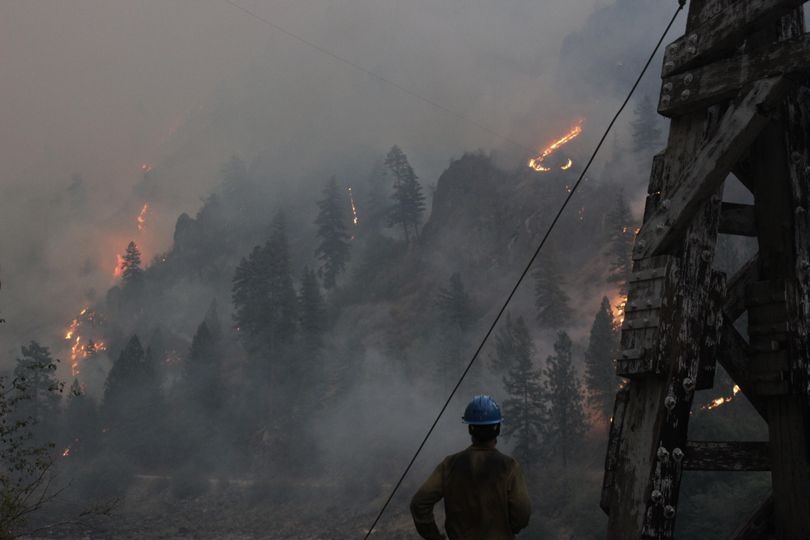 This photo shows the fire near the Salmon River and Manning Bridge on Saturday morning (Inciweb)