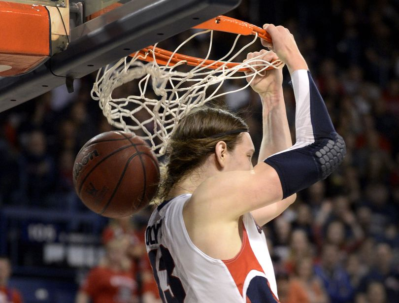 Kelly Olynyk led the way for the Gonzaga big men, finishing with 14 points – highlighted by this razzle-dazzle dunk – and seven rebounds. (Colin Mulvany)
