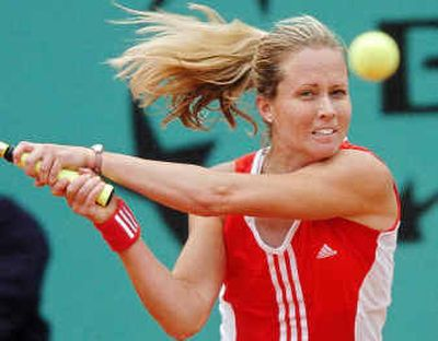 The U.S.'s Meghann Shaughnessy beat Silvia Farina Elia of Italy to move to the third round of the French Open.The U.S.'s Meghann Shaughnessy beat Silvia Farina Elia of Italy to move to the third round of the French Open.  (Associated PressAssociated Press / The Spokesman-Review)