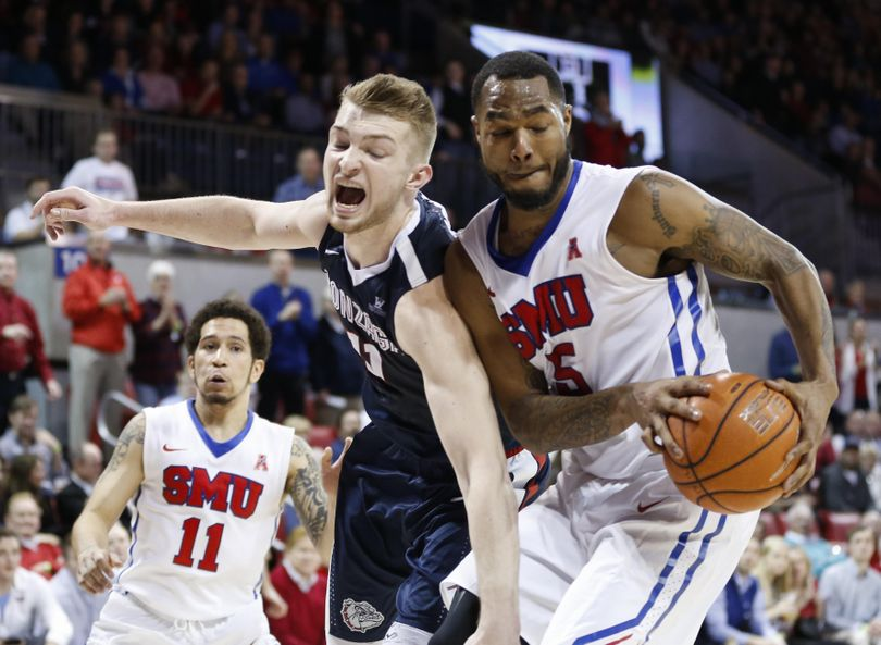 SMU forward Markus Kennedy (5) pulls in a rebound against Gonzaga forward Domantas Sabonis (11) during the second half of an NCAA college basketball game, Saturday, Feb. 13, 2016, in Dallas. SMU won 69-60. (Jim Cowsert / Associated Press)